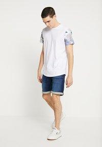 Jack & Jones - JJIRICK JJICON  - Shorts di jeans - blue denim - 1