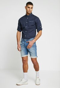 Jack & Jones - JJIRICK JJICON - Denim shorts - blue denim - 1