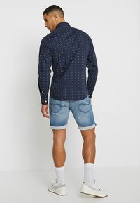 Jack & Jones - JJIRICK JJICON - Denim shorts - blue denim - 2