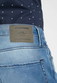 Jack & Jones - JJIRICK JJICON - Denim shorts - blue denim - 5