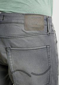 Jack & Jones - JJIRICK JJICON  - Shorts vaqueros - grey denim - 5