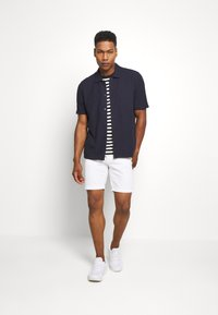 Jack & Jones - JJIRICK ORIGINAL - Shorts - white - 1
