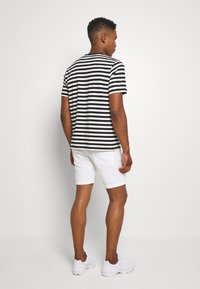 Jack & Jones - JJIRICK ORIGINAL - Shorts - white - 2