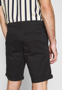 Jack & Jones - JJIBOWIE 2PACK - Shorts - black/dusty olive - 6