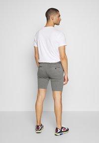 Jack & Jones - JJIPHIL CHINO  - Shorts - grey melange - 2