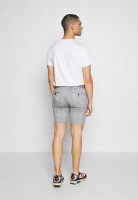 Jack & Jones - JJIPHIL CHINO  - Shorts - light grey melange - 2