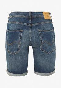 Jack & Jones - JJIRICK JJORIGINAL SHORTS  - Denim shorts - blue denim - 1