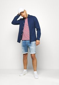 Jack & Jones - JJIRICK JJICON - Shorts vaqueros - blue denim - 1
