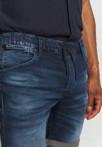 Jack & Jones - IRICK  - Denim shorts - blue denim - 4