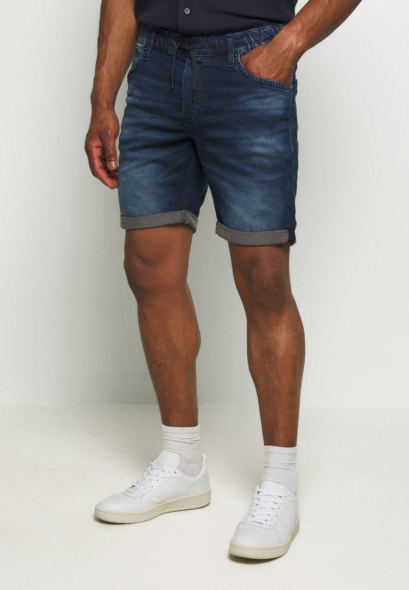 Jack & Jones - IRICK  - Denim shorts - blue denim