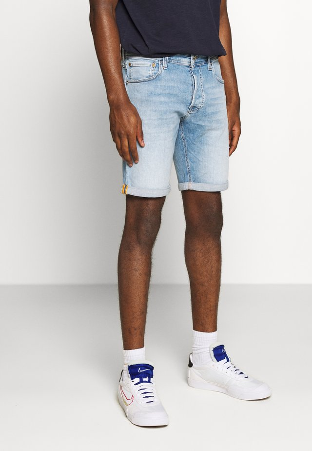 JJIRICK JJORG - Denim shorts - blue denim