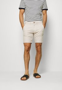 Jack & Jones - JJILINEN JJCHINO - Shorts - beige - 0