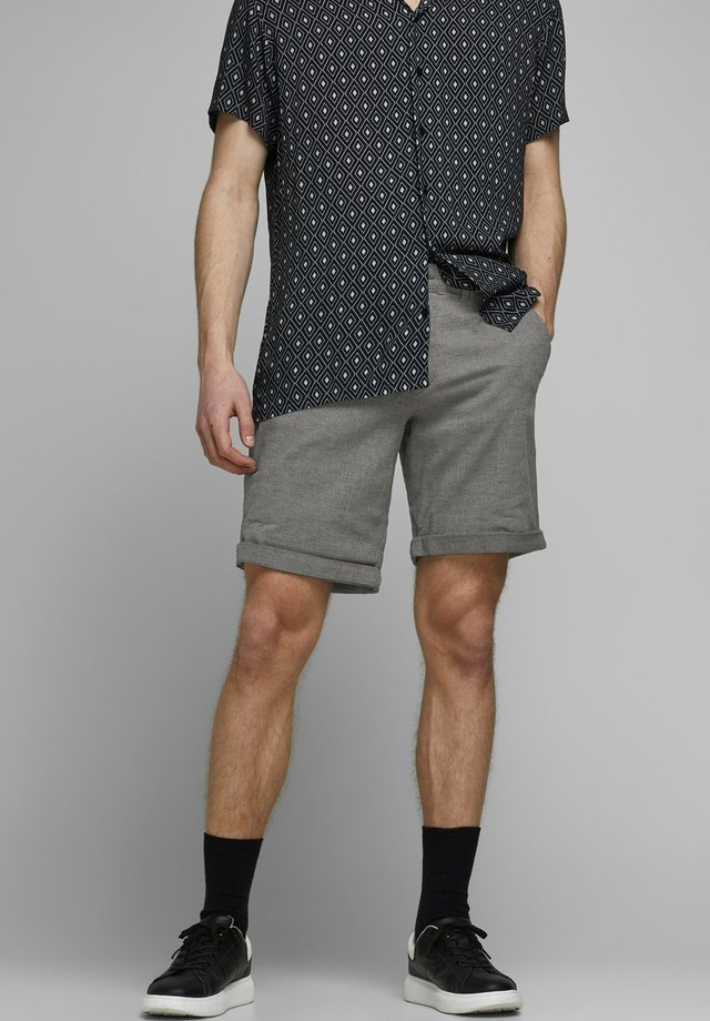 KENSO - Shorts - silver birch