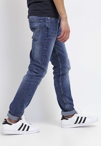 Jack & Jones - JJITIM - Jeans slim fit - blue denim - 3