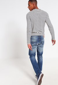 Jack & Jones - JJIMIKE JJORIGINAL  - Straight leg jeans - blue denim - 2