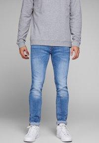 Jack & Jones - TIM ORIGINAL  - Slim fit jeans - blue denim - 0