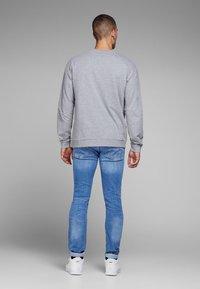 Jack & Jones - TIM ORIGINAL  - Slim fit jeans - blue denim - 2