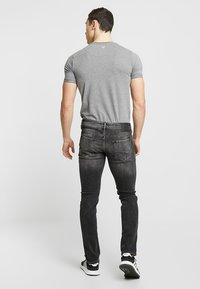 Jack & Jones - JJIGLENN JJORIGINAL - Vaqueros slim fit - black denim - 2