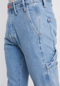 Jack & Jones - JJIFRED JJTOOL - Jeans Tapered Fit - blue denim - 3