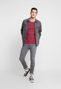 Jack & Jones - JJIGLENN JJORIGINAL - Slim fit jeans - dark-blue denim - 1