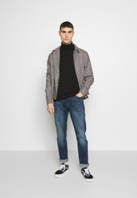 Jack & Jones - JJITIM JJORIGINAL - Vaqueros rectos - blue denim