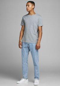 Jack & Jones - CHRIS  - Straight leg jeans - blue - 1