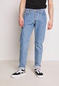 Jack & Jones - JJIMIKE JJORIGINAL - Slim fit jeans - blue denim - 0