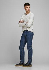Jack & Jones - MIKE ORIGINAL AM - Straight leg jeans - blue denim - 1