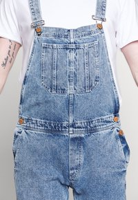Jack & Jones - IMIKE DUNGAREE - Haalari - blue denim - 2