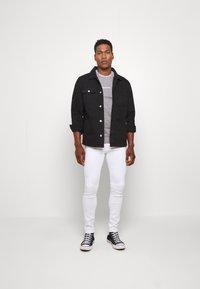 Jack & Jones PREMIUM - JJILIAM JJORIGINAL  - Slim fit jeans - white denim - 1
