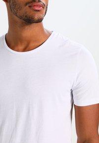 Jack & Jones - JJPRHUGO TEE CREW NECK  - Jednoduché triko - white - 3