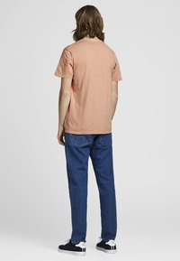 Jack & Jones - BENJAMIN  - T-shirt basic - cream coffee - 1