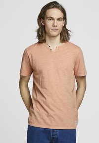 Jack & Jones - BENJAMIN  - T-shirt basic - cream coffee - 0