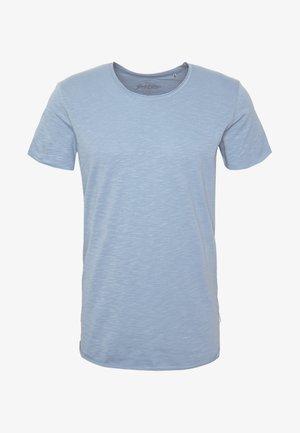 JJEBAS TEE - Camiseta básica - blue heaven