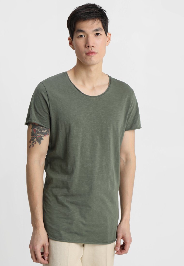 Jack & Jones - JJEBAS TEE NECK ESSENTIALS REGULAR FIT - Camiseta básica - thyme