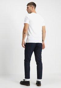 Jack & Jones - JJEPOCKET TEE SS O-NECK - Basic T-shirt - white - 2