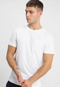 Jack & Jones - JJEPOCKET TEE SS O-NECK - Basic T-shirt - white - 0