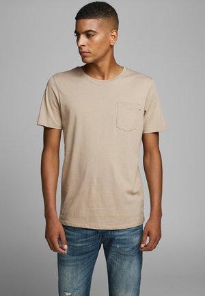 JJEPOCKET TEE SS O-NECK NOOS - T-shirt basic - crockery
