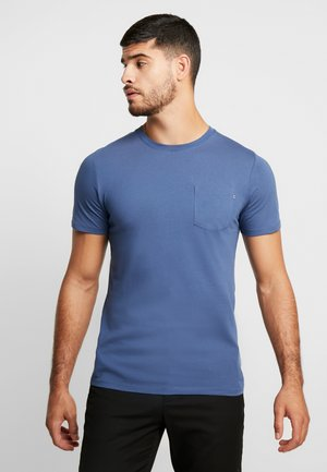 JJEPOCKET TEE SS O-NECK - Jednoduché triko - denim blue