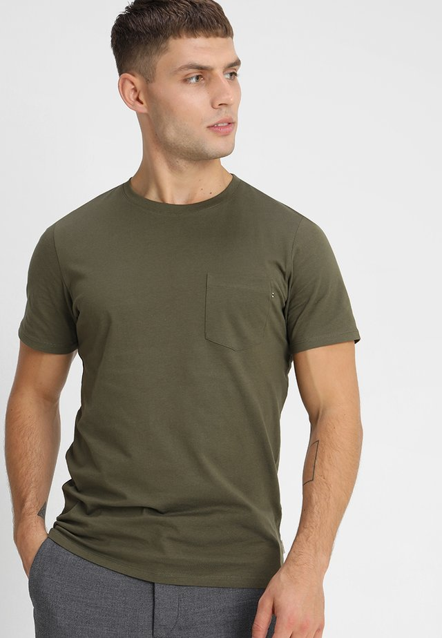 JJEPOCKET TEE SS O-NECK - T-shirt basic - olive night