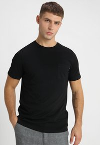 Jack & Jones - JJEPOCKET TEE SS O-NECK - T-shirt basique - black - 0