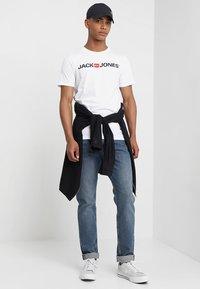 Jack & Jones - JJECORP LOGO CREW NECK  - Print T-shirt - white - 1