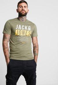 Jack & Jones - JCOBOOSTER TEE CREW NECK 2 PACK - Triko spotiskem - maritime blue - 1