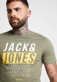 Jack & Jones - JCOBOOSTER TEE CREW NECK 2 PACK - Triko spotiskem - maritime blue - 5
