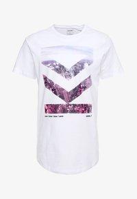 Jack & Jones - JCOTOMBE TEE CREW NECK - T-shirts med print - white - 4