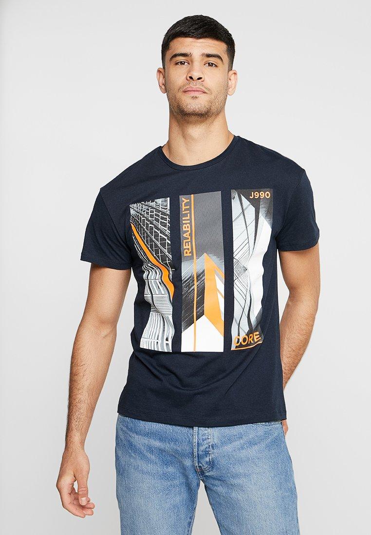 Jack & Jones - JCOBUILD TEE CREW NECK - T-shirt print - sky captain