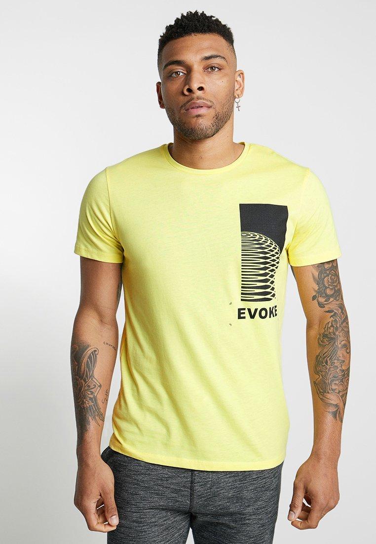 Jack & Jones - JCONERVE  TEE CREW NECK - T-shirt print - limelight