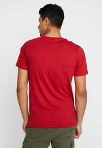 Jack & Jones - JCOBOSTON TEE CREW NECK SLIM FIT - T-shirt basic - tango re - 2