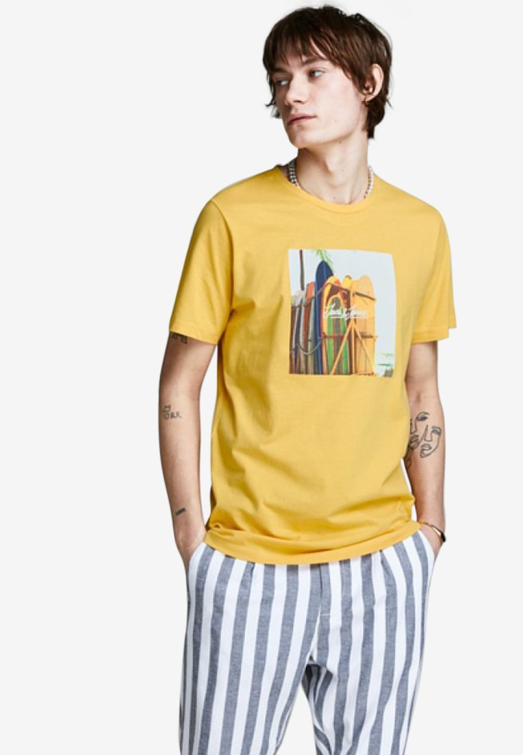 Jack & Jones - JORHOTEL TEE  - Print T-shirt - yolk yellow