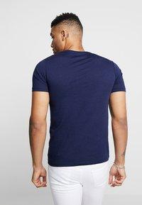 Jack & Jones - JCOFIELD TEE CREW NECK - T-shirt imprimé - maritime blue - 2
